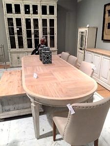 Oval dining table in white paint